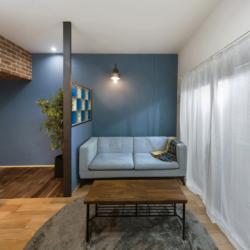 色鮮やかなガラスブロック×レンガの柱のカフェ風リノベ(3)