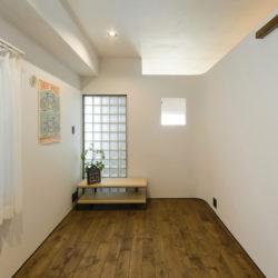 カーブのある漆喰の壁と明るい解放感のあるお家(4)