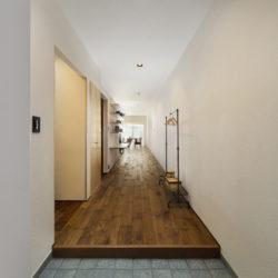カーブのある漆喰の壁と明るい解放感のあるお家(2)