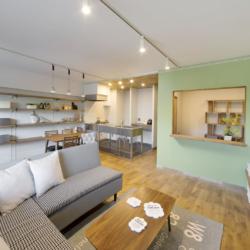 書斎の小部屋がリビングを見渡せる、 コミュニケーションのとりやすい空間(1)