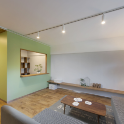 書斎の小部屋がリビングを見渡せる、 コミュニケーションのとりやすい空間(2)